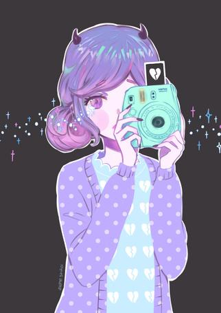 Фото Плачущая девушка-демон с фотоаппаратом