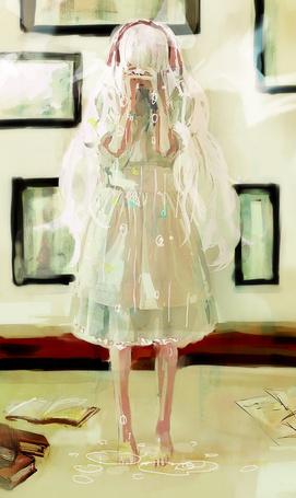 Фото Плачущая светловолосая девушка