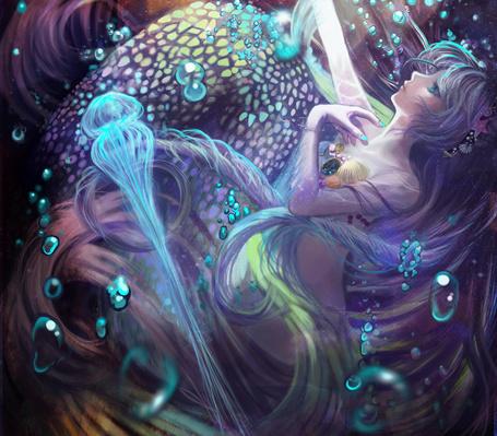 Фото Девушка под водой в окружении медуз