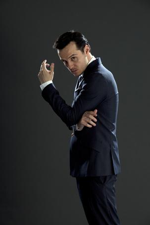 Фото Актер Эндрю Скотт / Andrew Scott в роли Джима Мориарти из телесериала Шерлок / Sherlock