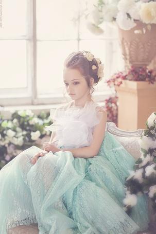 Фото Маленькая леди в цветах