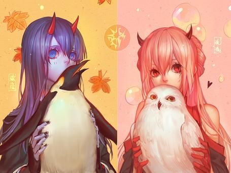 Фото Две девушки-демоны, одна с красными рожками и сиреневыми волосами держит пингвина, а вторая, с красными глазами и алыми волосами, держит белую сову, арт от Fallen Kings