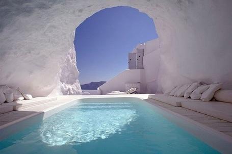 Фото Бассейн в пещере, Санторини, Греция