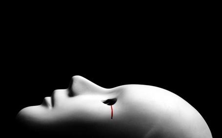 Фото Маска с кровавой слезой