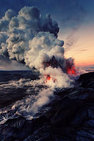Фото Извержение вулкана на морском побережье