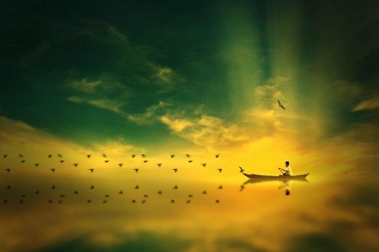 лодка летящая по небу