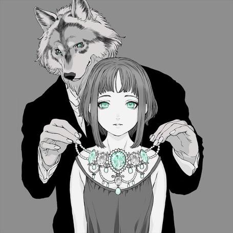 Фото Мужчина - волк надевает на девушку ожерелье