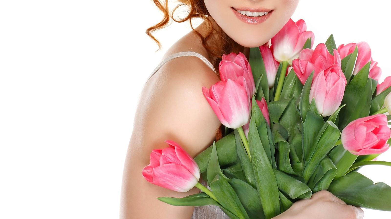 Девушка с весенние цветы