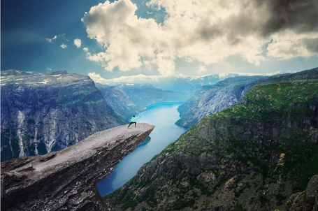 ���� ������� ���������� ������� ���� �� ���� �����, �������� / Trolltunga, Norway by Barclay �hen (� PolinaPolina), ���������: 02.09.2014 08:20