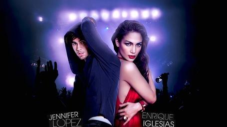 Фото Американская актриса, певица, танцовщица Дженифер Лопес / Jennifer Lopez и испанский певец, продюсер и актер Энрике Иглесиас / Enrique Iglesias, поют дуэтом
