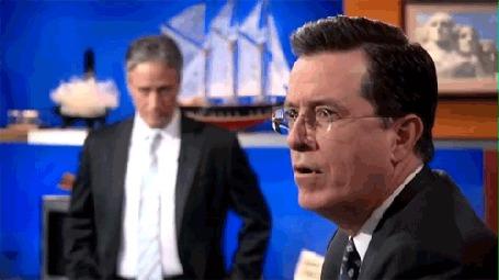 Фото Jon Stewart / Джон Стюарт и Stephen Colbert / Стивен Колбер в профиль в студии передачи The Colbert Report