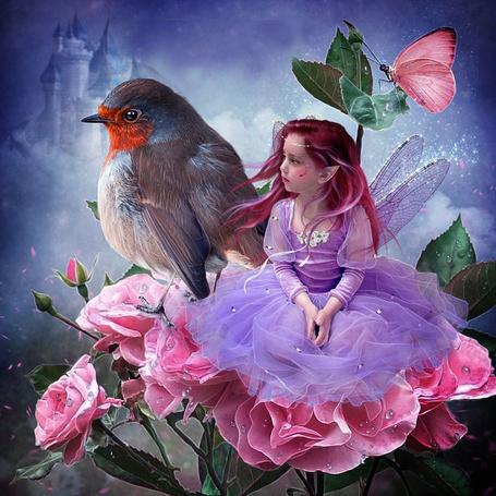 Фото Маленькая фея сидит на цветке розы рядом с птицей и бабочкой