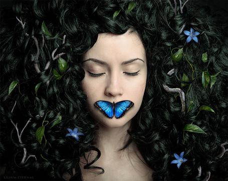 Картинки по запросу девушка с бабочкой во рту