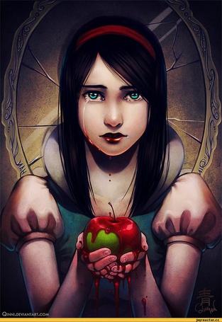 Фото Белоснежка / Snow White с кровавым яблоком в руках