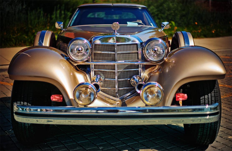 делая фото слайды старинных автомобилей можно увидеть выставочном