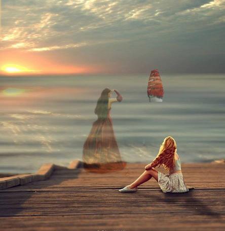 Девушки при закате солнца фото