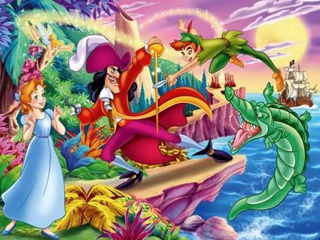 Фото Персонажи из Диснеевского мультфильма про Питера Пена: сам, озорной мальчишка, капитан Крюк, Венди и крокодил