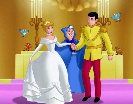 Фото Золушка в подвенечном платье с принцем и крестной феей