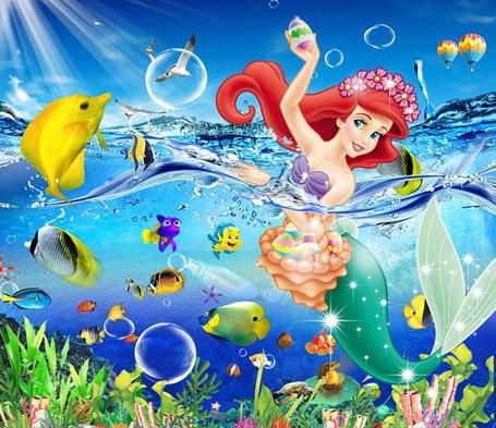 Фото Героиня мультфильма Русалочка - веселая русалка - Ариэль со своим другом Флаундером, а также другими рыбками и чайками / The Little Mermaid