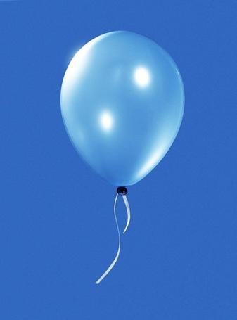 Фото Голубой воздушный шар на фоне неба