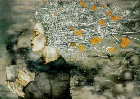 Фото Девушка с закрытыми глазами с волосами из цветов на длинных стеблях держит в руках чашку