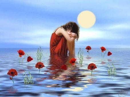 Фото Девушка в красном платье сидит в воде, в окружении маков
