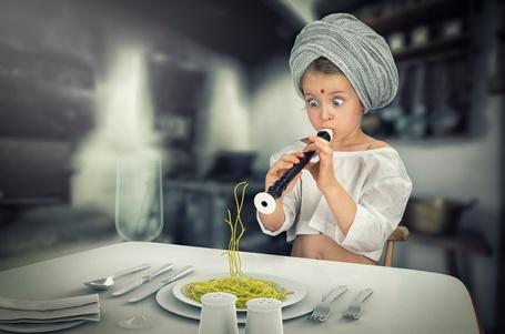 Фото Девочка играет на флейте и заклинает вермишель, by John Wilhelm