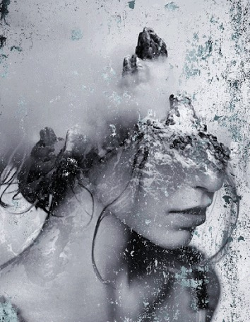Фото Извержение вулкана изображено на голове девушки