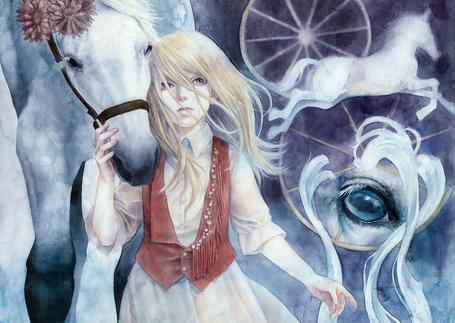 Фото Девушка стоит рядом с лошадью, взяв рукой ее за голову, рядом рисунки лошади и лошадиного глаза