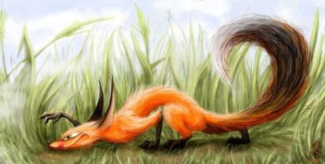 Фото Лис охотится в траве на мышей