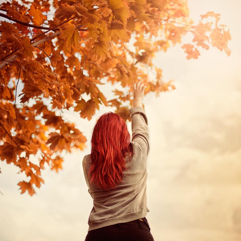 Эротические рыжие девушки вид сзади осенью крупным