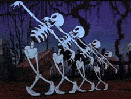Фото Скелеты танцуют балет на фоне деревьев
