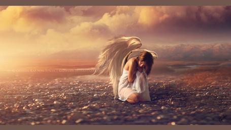 Фото Девушка - ангел сидит на земле, by RazielMB