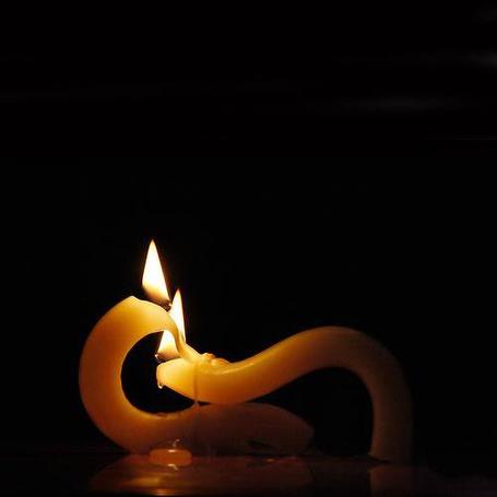 Фото Две горящие свечи