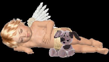 Фото Спящий ангелочек, рядом сидит плюшевая собака