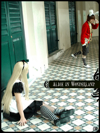 Фото Косплей Алиса и Кролик из сказки Алиса в стране чудес / Alice in Wonderland