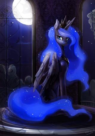 Фото Princess Luna / Принцесса Луна из мультсериала Мой маленький пони: Дружба - это чудо / My Little Pony: Friendship Is Magic короне на голове стоит в сказочном дворце, за окном с ночного неба светит полная Луна