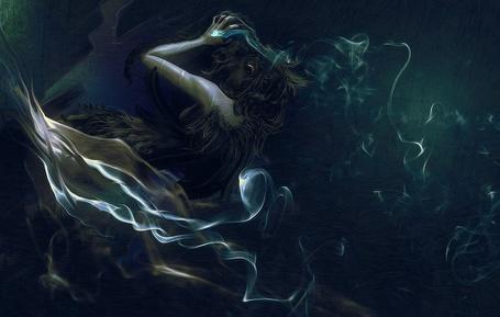 Фото Девушка в одежде из шкуры животного с длинными волосами на голове, в которых вставлены черные перья птиц поднесла руки к голове и производит магические действия, вокруг нее видны струи дыма, работа художника Romeo Jonathan
