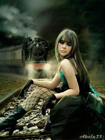 Фото Девушка в черных перчатках, сапожках и ажурных чулках сидит на рельсе перед идущим и мигающим фонарями поездом с идущим с его трубы дымом, автор Akela 73