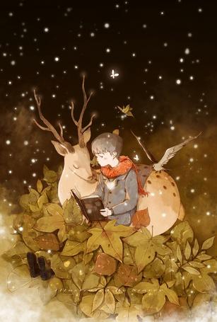 Фото Мальчик с книгой и олень, на которого садится птица, среди листьев под падающим снегом
