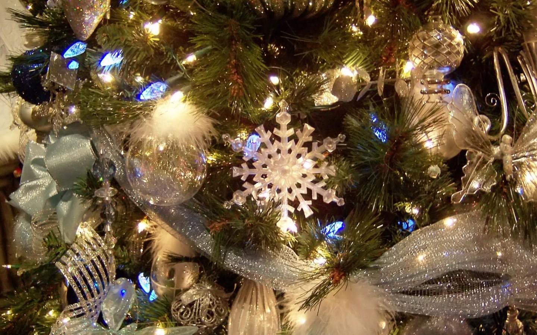Фото Новогодняя елка с красивыми украшениями
