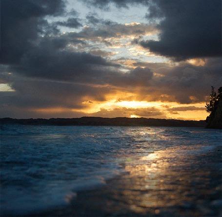 Фото Морские волны на фоне заката