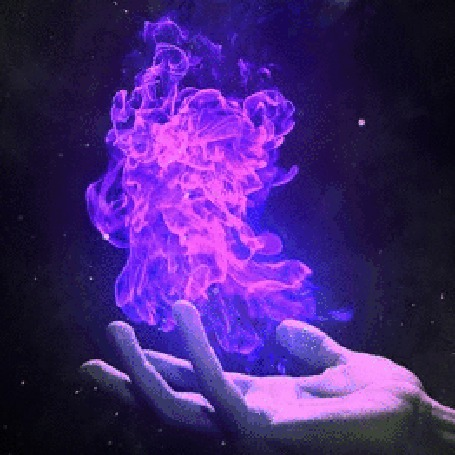Фото Над рукой сияет магия