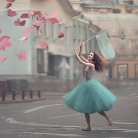 Фото Девушка ловит бабочек, ву anka zhuravleva