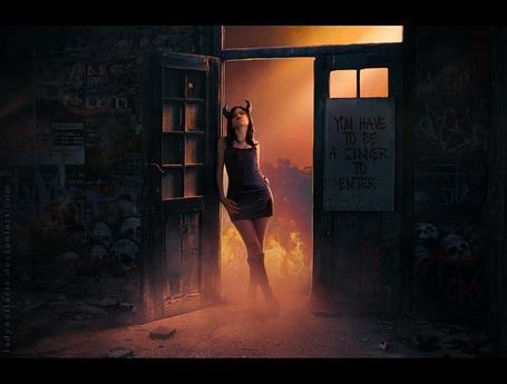 Фото Девушка с рожками, стоящая в дверном проеме (You have to be sinner to enter / Ты должен быть грешником, чтобы войти)