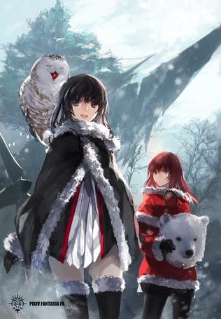 Фото Девушка с совой на плече и рыжеволосая девушка с маской медведя