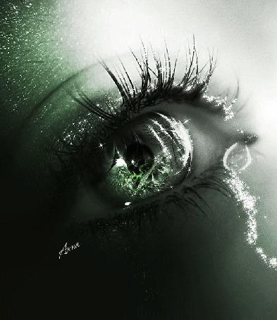 Фото Глаз со сверкающей слезинкой