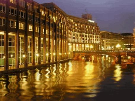 Фото Красивый городской канал, живая вода, здания в ночном городе, мост