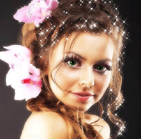 Фото Красивая девушка, с цветами в волосах, моргает глазками, в бликах, автор Анна