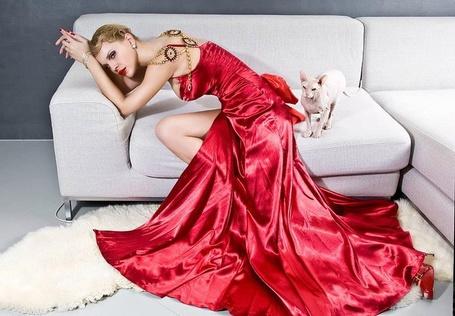 Фото Девушка в красном платье / Джулия Ванг